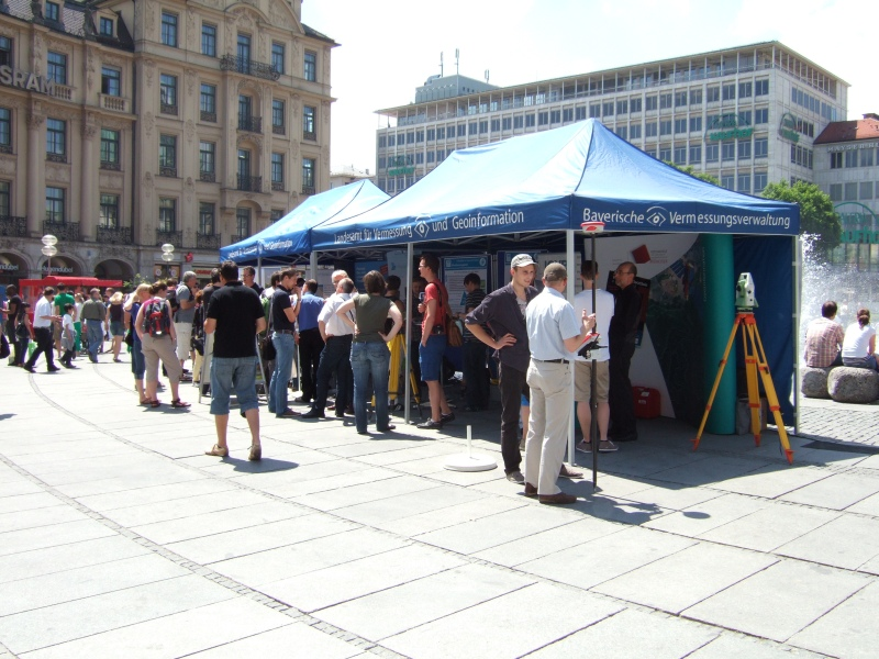 Informationsstand am Karlsplatz